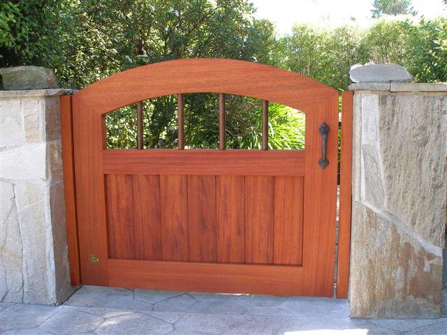 This is a CP-10 this is the front side, mahogany gate with bronze thumb latch